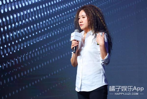 """愛是最偉大的科技 HUAWEI P30系列""""未來影像"""""""
