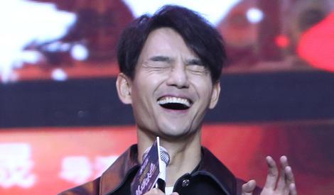 王凯仰天长笑,被指撞脸金馆长