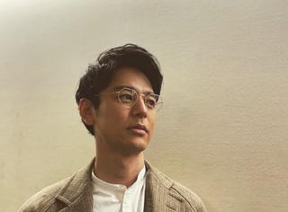 还记得日本男演员妻夫木聪吗?这回被他帅没了