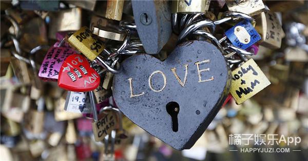 心塞!刚在心锁桥锁下爱情诺言,法国就把它拆了!