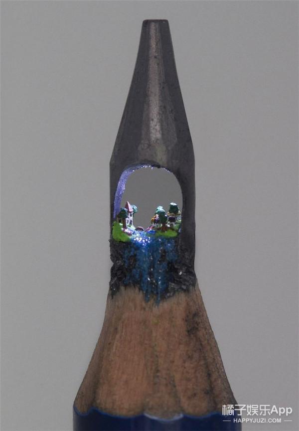 他在迷你的铅笔头上凹造型,简直碉堡了!