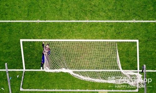 披肩围巾婚纱——巴萨球员剪球网成就时尚icon