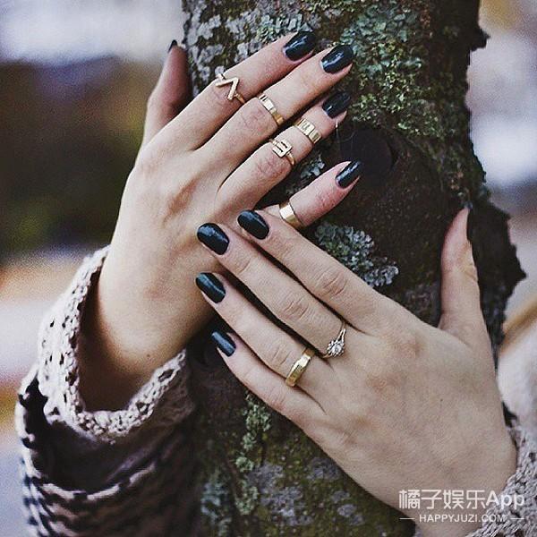 我能想到最时髦的事 就是戴很多很多的戒指