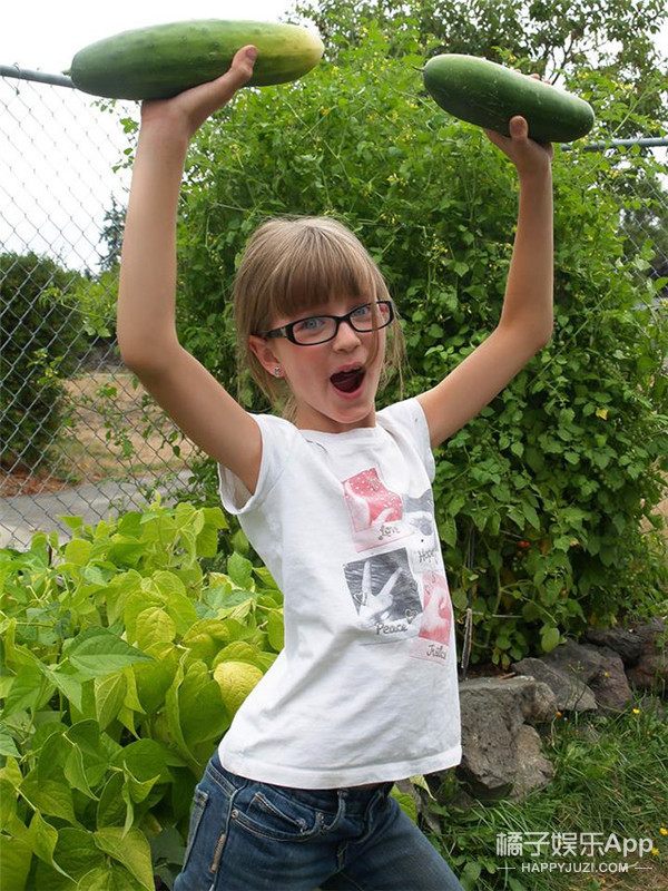 为流浪汉盖房子 9岁的她用爱感动世界