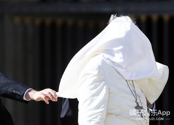 教皇这两年,过得也是有点儿辛酸