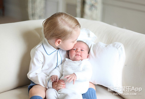 打出生起 乔治小王子的所有衣服都是英国国旗色
