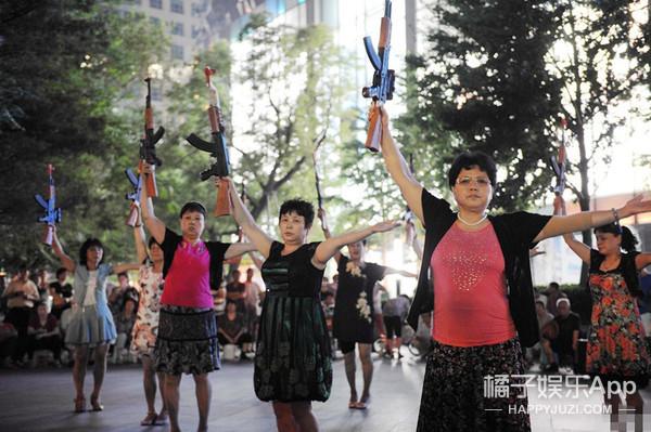 中国大妈最新神作:错觉广场舞
