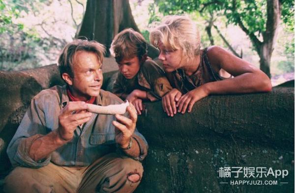 《侏罗纪公园》里的两个小孩,20年后一个帅哭,一个美炸