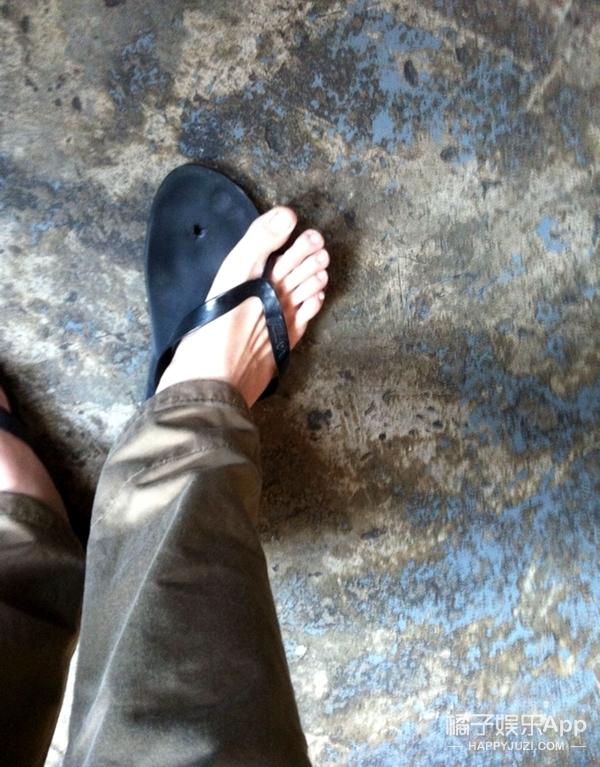 走光、湿身、踩断人字拖,夏日穿衣的8大意外尴尬