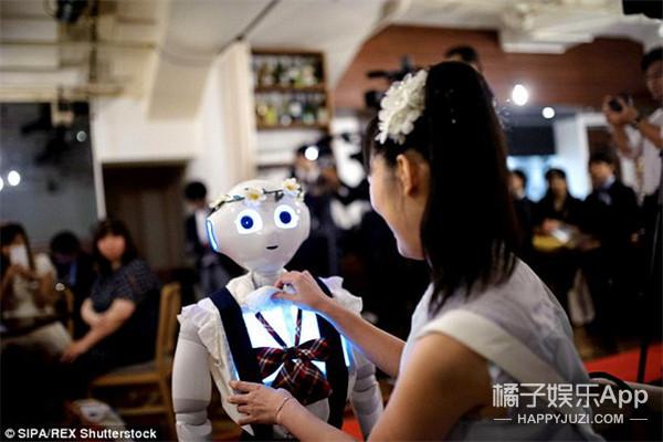 同性婚姻合法算啥,史上第一场机器人婚礼都有了!