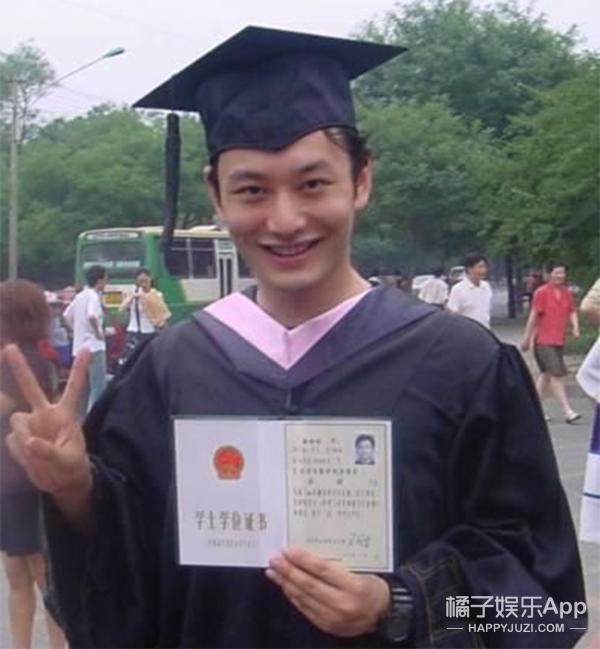 又是一年毕业季 明星曾经的毕业照你能认粗来嘛