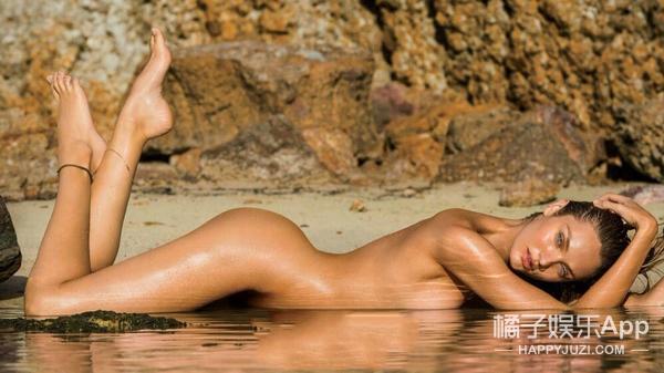 舔屏社 | 维秘天使Candice Swanepoel的喷血沙滩照