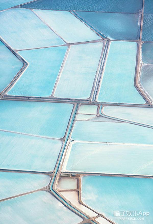 猜猜这片纯净的天蓝色是什么?河湖?油画?眼影盘?