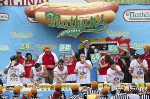美国吃热狗大赛 大胃王10分钟竟然吃了这么多