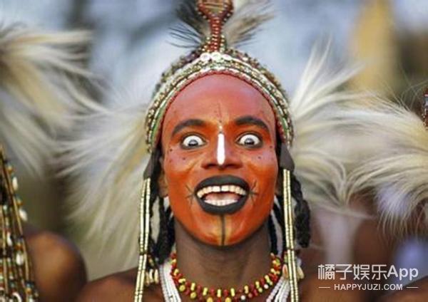 部落男子选美 觉得美的都来参加了 获胜还能得妻子