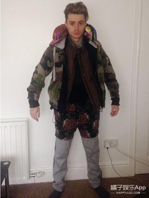 为省行李费他把17件衣服全穿在身上,然后热晕了...