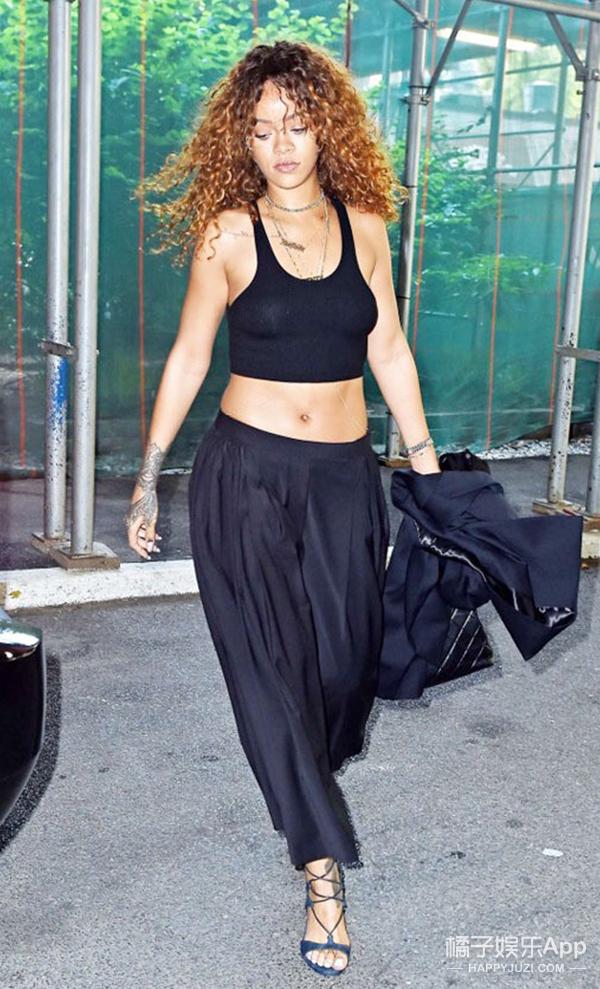 欧美街拍 | 碧昂斯西装遮肚似怀孕 蕾哈娜背心露胃酷劲儿足