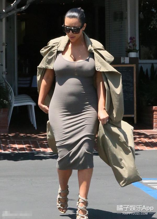 娱乐小报 | 卡戴珊怀孕胸比脸大 小s去奇葩说玩翻天