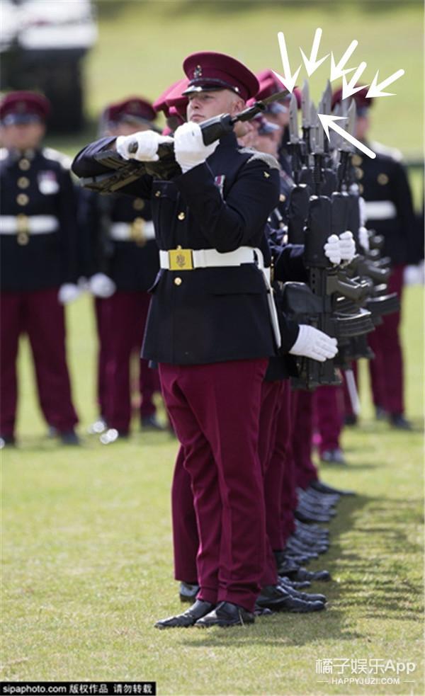 英国皇家轻骑兵300周年阅兵,你们排的队可真是任性!