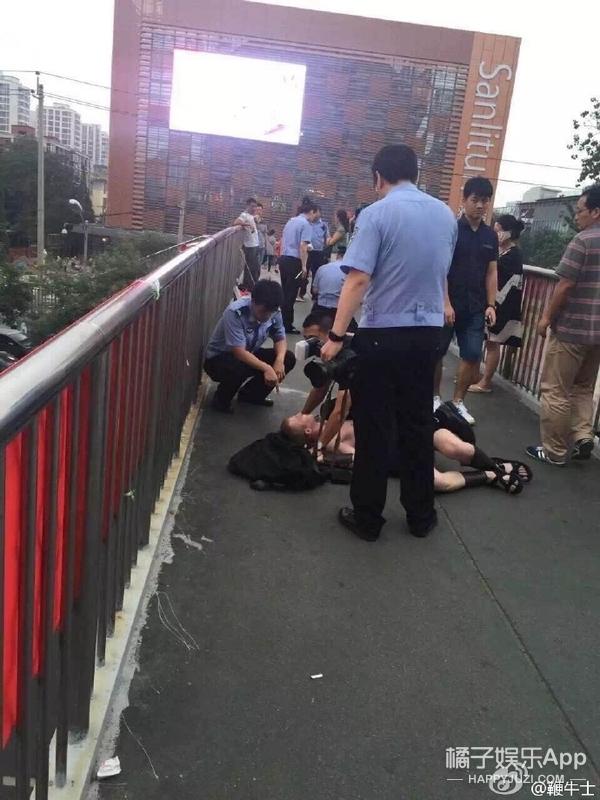 三百斯巴达半裸勇士被朝阳人民警察秒成渣