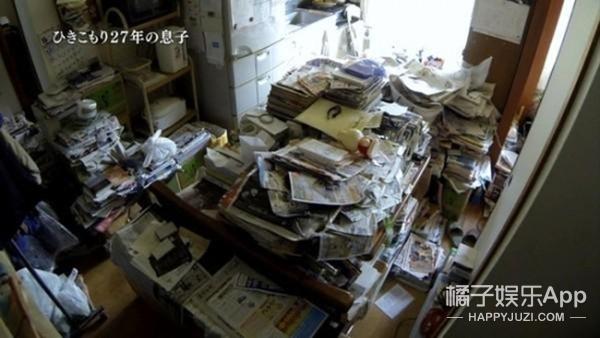 日本宅神 27年没出门 没有电脑手机 只和69岁母亲聊天