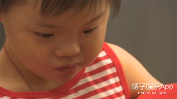 外国母亲想尽办法收养唐氏综合症中国孤儿,孩子见面就叫了声妈妈