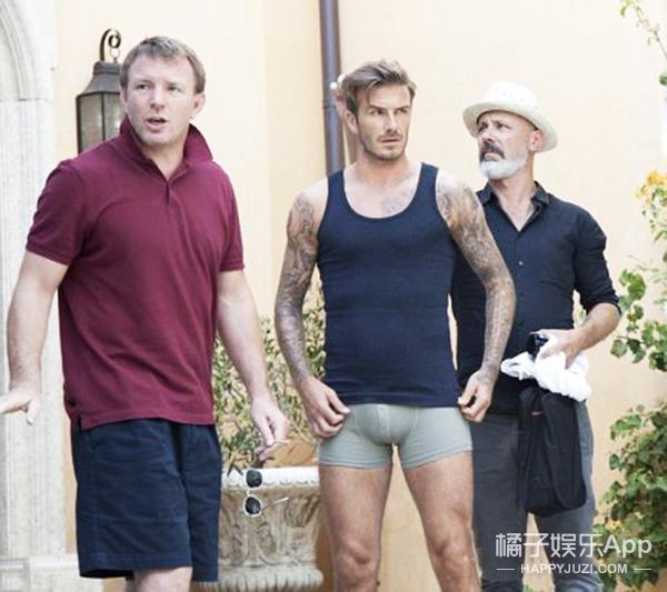 WTF | 你穿成这样上街,不被警察叔叔抓才怪呐!