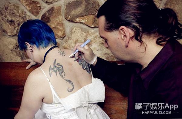 她为吸血鬼献了13年的血 如今终于找到了吸血鬼男友