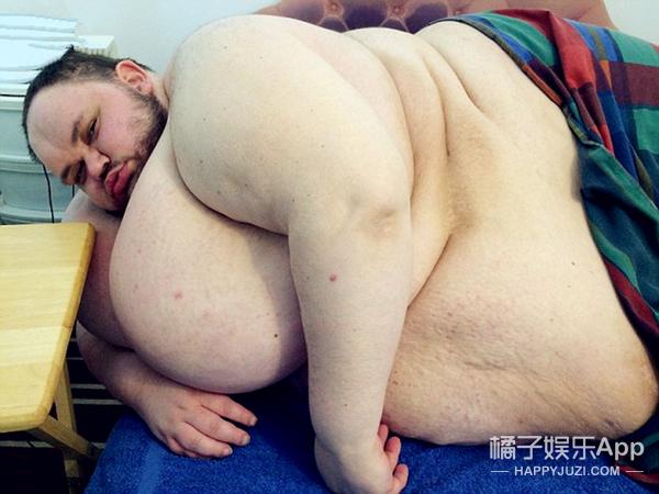 英国最胖的那个男人胖死了...最后体重826斤...