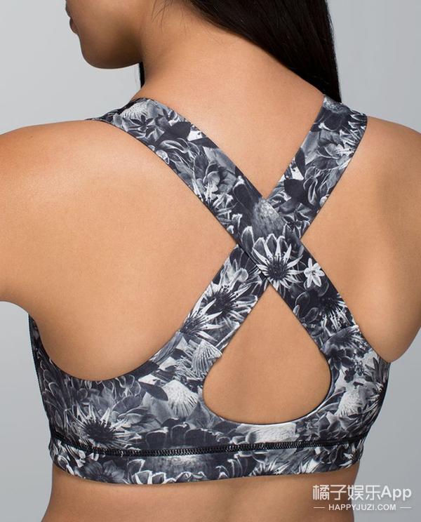 放弃土掉渣的透明肩带 让你的内衣隐形 隐形 隐形!