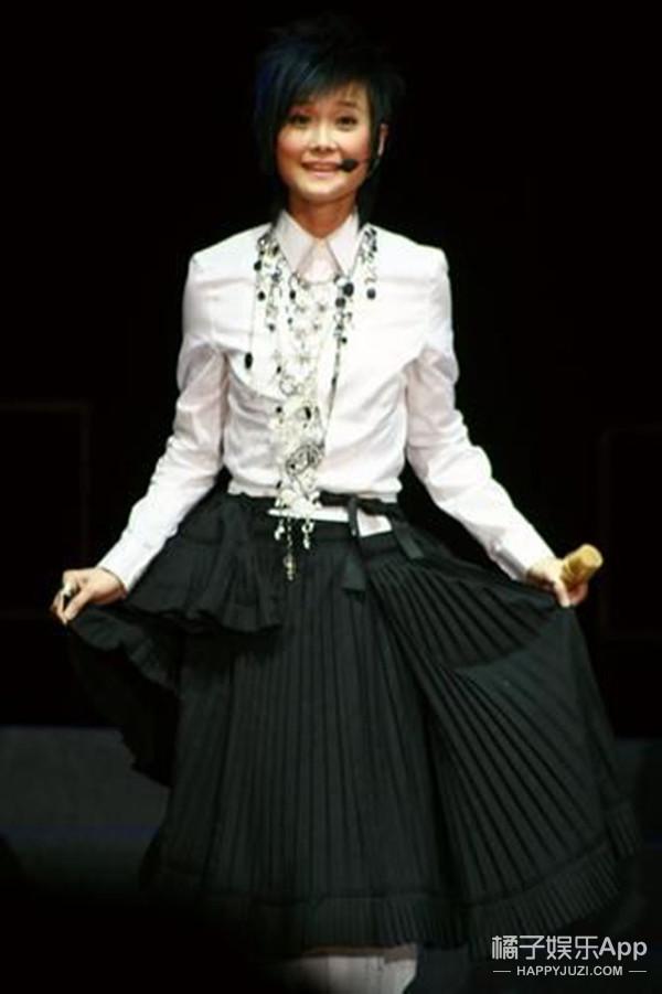 穿裙子的李宇春美爆了!不过你这西瓜头哪儿剪的?