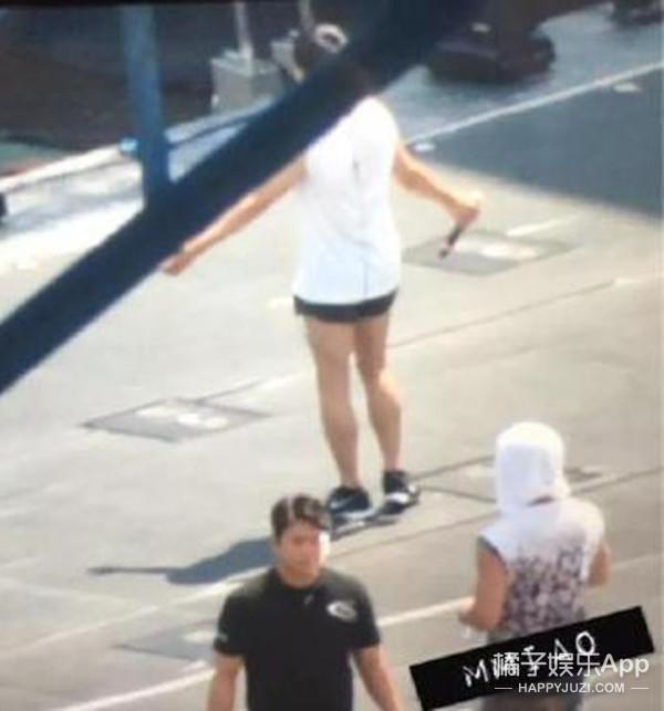 天儿热,EXO成员D.O的短裤更热