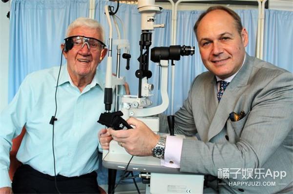 世界首例机器眼移植成功,眼睛闭上都看的见!