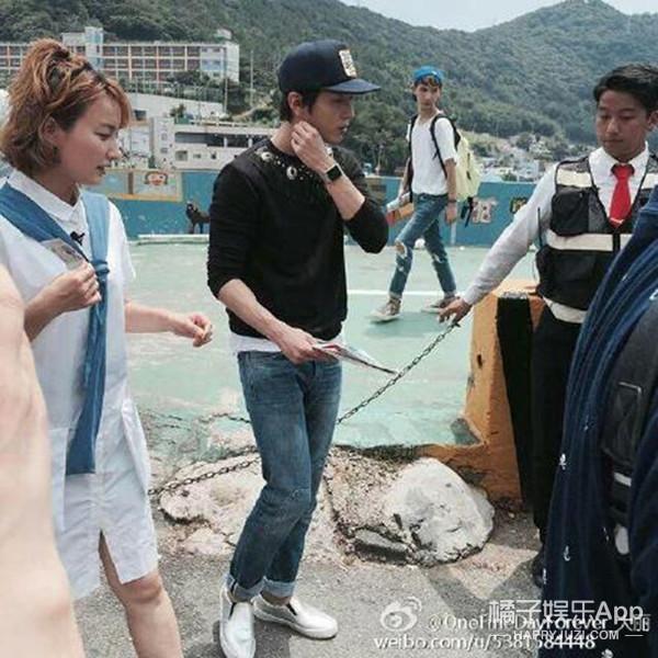 郑容和李钟硕参与快本录制 我们是来自釜山的男人!