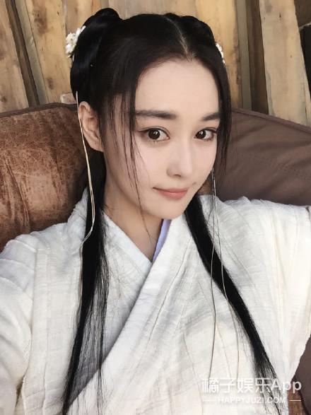 娱乐小报 | 杨幂全身武装玩自拍 依萍原是说唱女皇