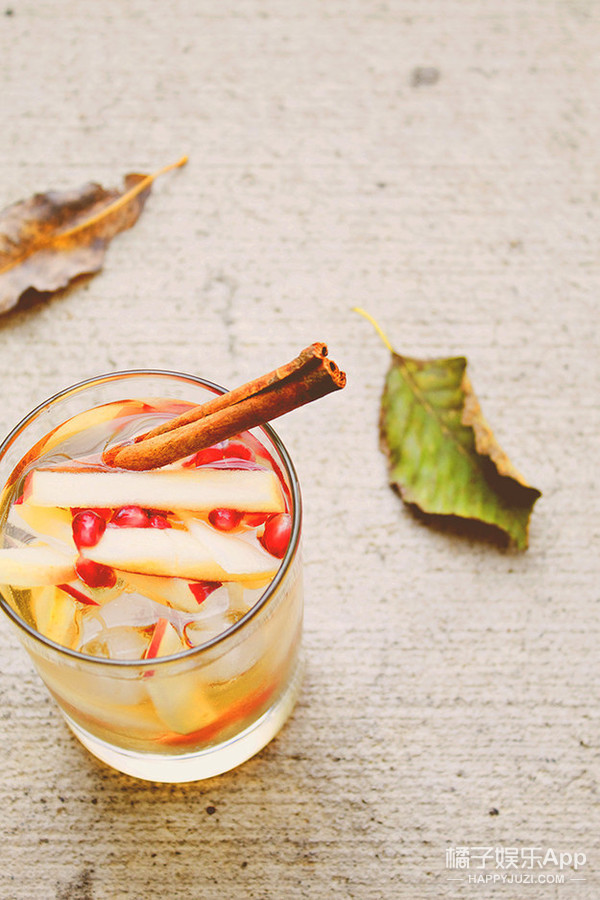 Sparkling Apple Sangria with Apple Juice