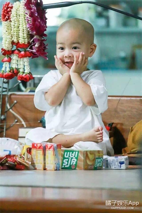 坐拥50万狂热粉丝的泰国激萌小和尚,这才是男女通吃的极品鲜肉!