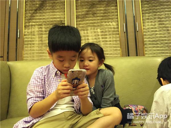当杨阳洋碰到小奥莉,老爸们都忍不住来助攻啦!