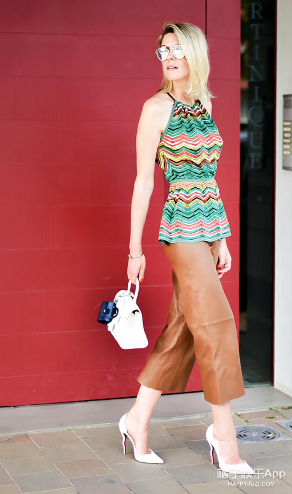 欧美街拍特辑|明星教你如何背小包 让你秒变时尚大咖!
