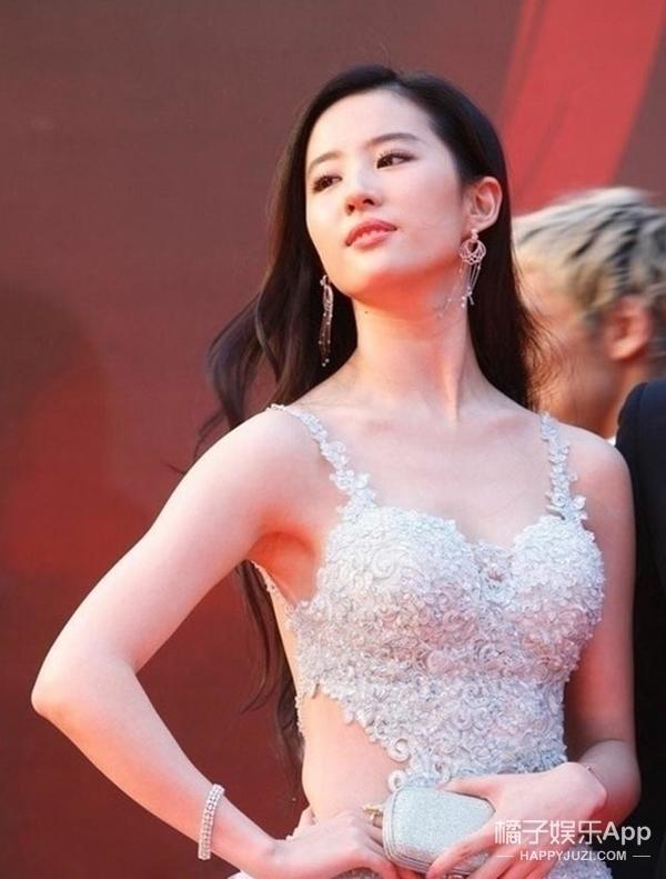 跟刘亦菲一样溜肩,你该怎么穿?