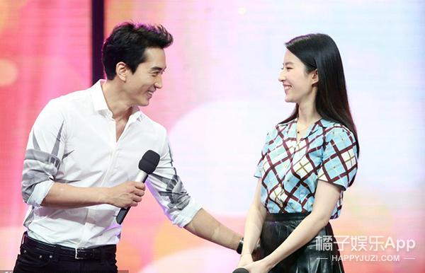 刘亦菲宋承宪,恩爱要一起秀,衬衫要一起穿!