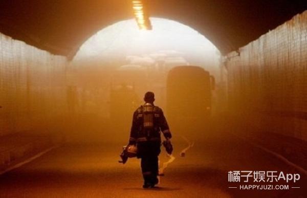 为正能量点赞!成龙、范冰冰、黄晓明为牺牲消防员家属捐款