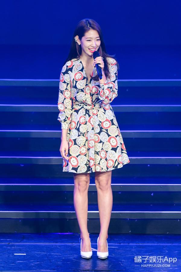 今天她最美 | 朴信惠 印花裙可爱还倍儿减龄