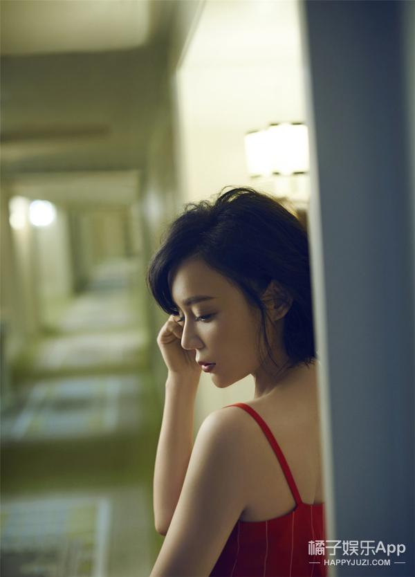 袁姗姗穿居家服拍写真 别慌马甲线还在!
