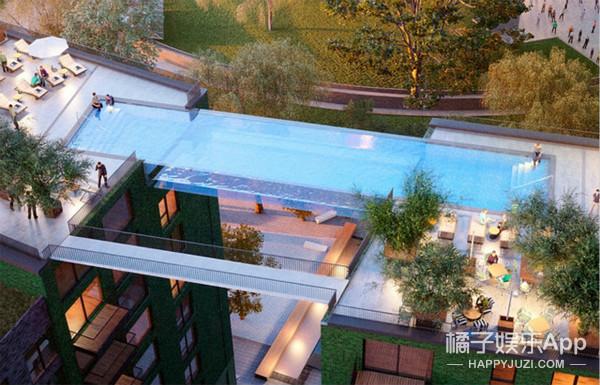 """敢游么?伦敦两高楼间悬挂透明游泳池,""""感觉像在飞翔!"""""""