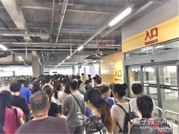 """除了早高峰地铁站,还有一个地方叫""""宜家门口"""""""
