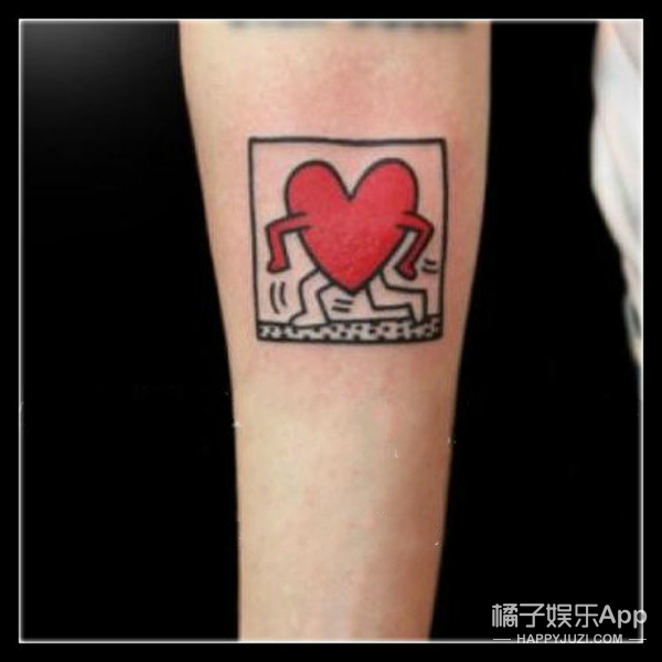 """权志龙 :""""时髦疯子""""身上那些数不清的纹身"""