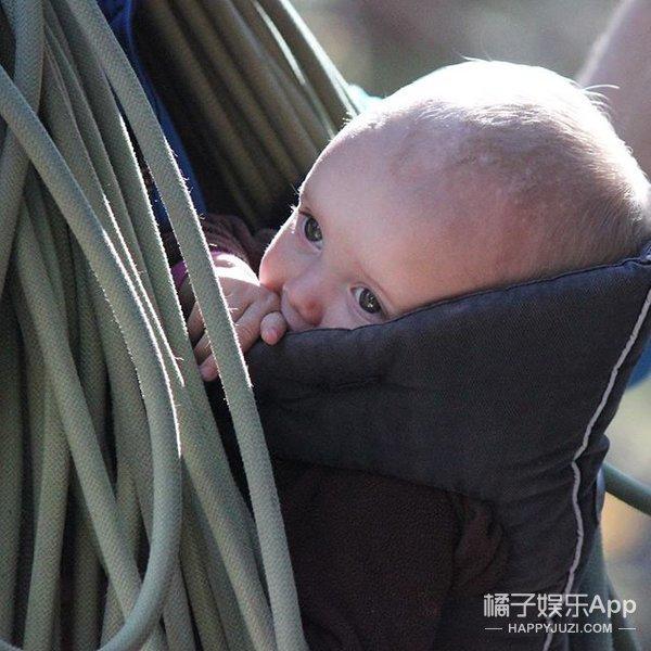 """这个刚过两岁生日的小背包客,可能比你见过更多的""""世界"""""""