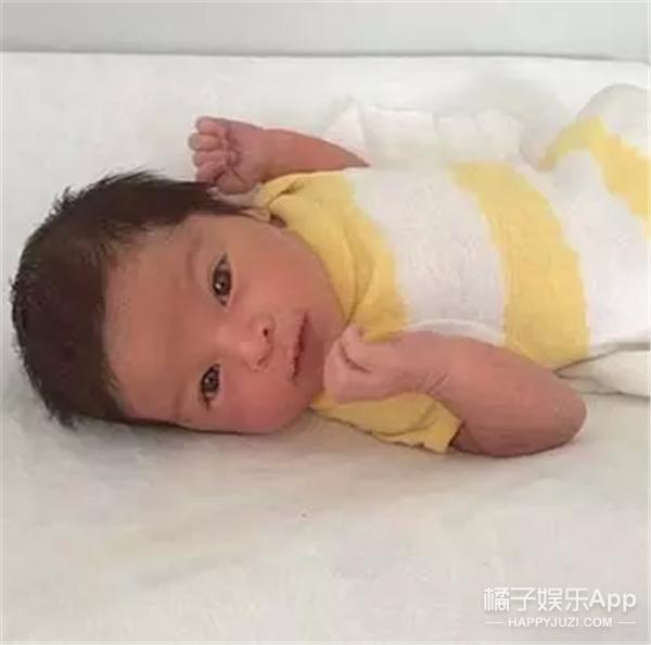 超模辣妈!怀孕9个月还在练腹肌,宝宝生出来竟然…