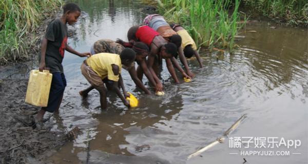"""神奇!这本书能""""喝"""",它还能拯救这世界7.5亿缺水的人"""